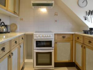 A kitchen or kitchenette at Harry'S Place