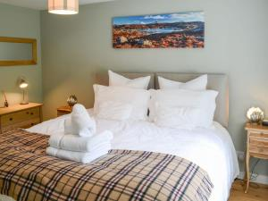 A bed or beds in a room at Riverside