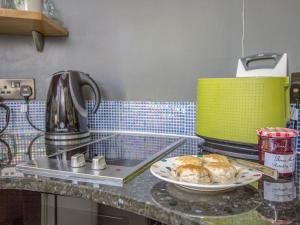 A kitchen or kitchenette at Garden Rooms
