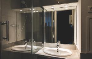 A bathroom at James Cook - Fairytale Factory