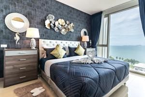 A bed or beds in a room at The Riviera Wongamat Beach by SuperHost in TH