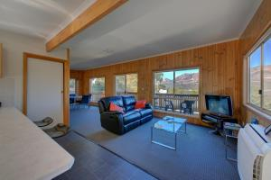 A seating area at Freycinet Sanctuary 4