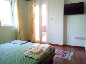 A bed or beds in a room at Villa the Platanus Tree