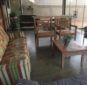 A seating area at Casa Temporada Castro Alves