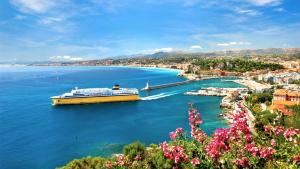 A bird's-eye view of Promenade des Anglais - Studio suite seaside