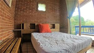 A bed or beds in a room at Amatitlan Home AM004