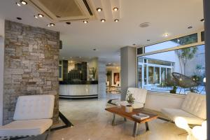 The lobby or reception area at Alantha Apartments