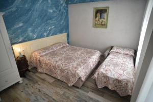 A bed or beds in a room at Suites Train Station Mestre