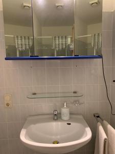 A bathroom at Landhaus Bucheneck