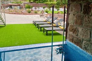 Uitzicht op het zwembad bij Villa Parralito of in de buurt