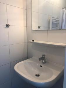 A bathroom at Hof de Volharding