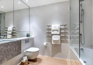 A bathroom at Luxury apartment North Greenwich O2 arena