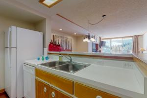 A kitchen or kitchenette at Pines Condominiums 2095