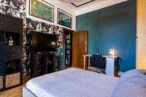 A bed or beds in a room at Taramelli Apartment