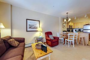 A seating area at Dakota Lodge 8481