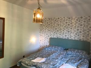 Ein Bett oder Betten in einem Zimmer der Unterkunft Escape Villa '70s Design, nature view & central