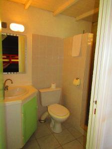 Ein Badezimmer in der Unterkunft La Colline Verte