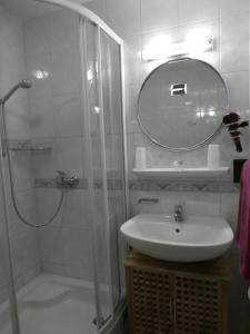 A bathroom at Haus Daheim
