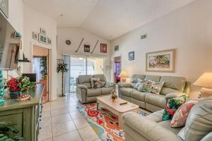 A seating area at Tropical Paradise Villa