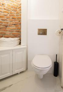 A bathroom at NUX Plaza no.27