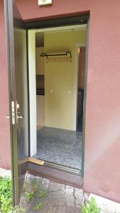 Kylpyhuone majoituspaikassa Västriku Garden House