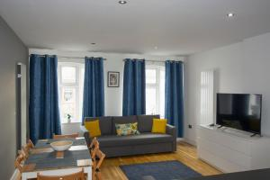 A seating area at One BR Flat West Kensington-Olympia