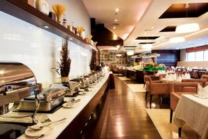 A restaurant or other place to eat at Grand Bellevue Hotel Apartment Dubai