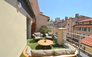 Balcon ou terrasse dans l'établissement Les Appartements du Vieux Port