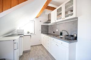 Kuhinja oz. manjša kuhinja v nastanitvi Apartma Pristov