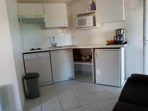 A kitchen or kitchenette at Le domaine de Villepey