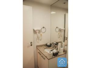 A bathroom at Apartamento Luxuoso 2 - Mandarim Salvador Shopping