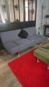 A seating area at Cosy Apartment Hypercentre