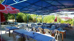 A restaurant or other place to eat at Governors Beach Panayiotis