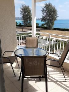 A balcony or terrace at Coral Bay 25