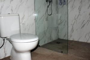 A bathroom at Hoki villas