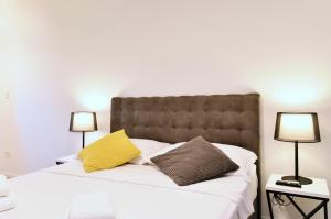 A bed or beds in a room at Apartments PIA Volosko, Opatija