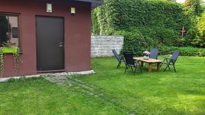 Puutarhaa majoituspaikan Västriku Garden House ulkopuolella