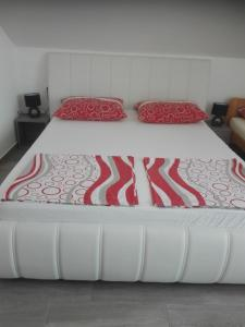 A bed or beds in a room at Apartment Cvjetna