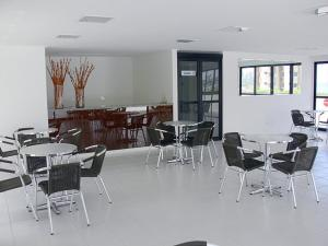 Een restaurant of ander eetgelegenheid bij Pajucara Flat