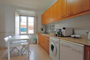 Ett kök eller pentry på Localtraveling Downtown - Family Apartments