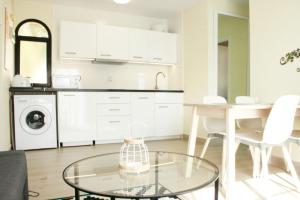 A kitchen or kitchenette at Fuerte Holiday Duplex & Apartments