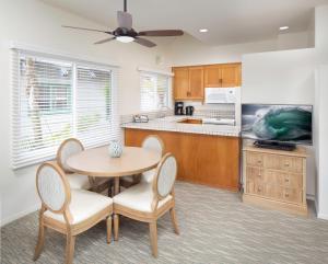 A kitchen or kitchenette at WCH at Wave Crest Resort