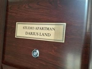 Certifikat, nagrada, logo ili neki drugi dokument izložen u objektu Studio apartman Darius Land