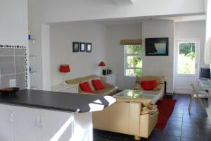 A seating area at Bungalow Apartments