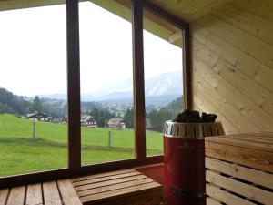 Nespecifikovaný výhled na hory nebo výhled na hory při pohledu z prázdninového domu