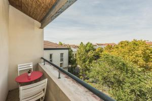 A balcony or terrace at James Cook - Fairytale Factory