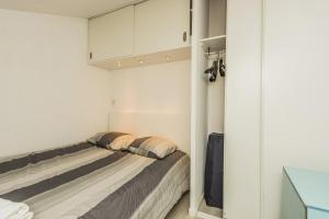 A bed or beds in a room at James Cook - Fairytale Factory