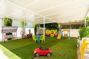 Area giochi per bambini di Color Cyprus Dhekelia Apartments