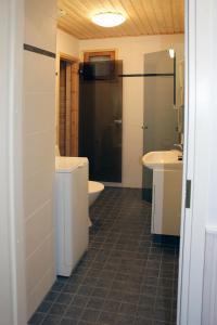 Kylpyhuone majoituspaikassa Tervakosken Tervaniemi