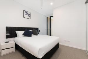 A bed or beds in a room at Arise on Hope Street